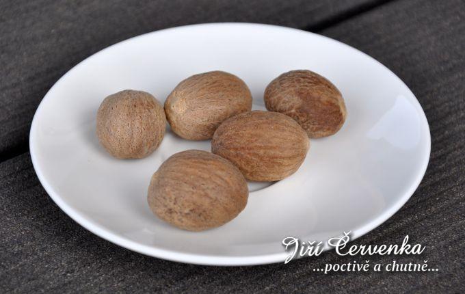 Muškátový ořech celý
